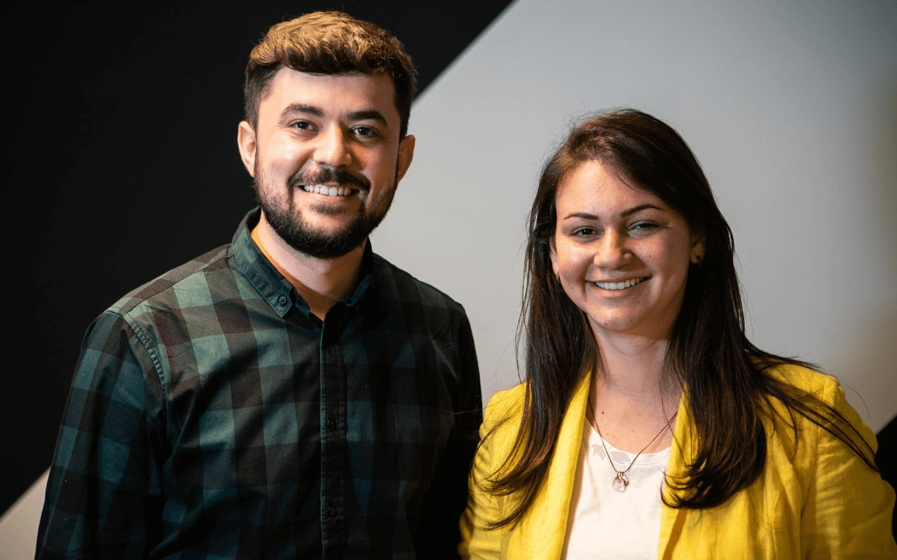 Inclusive onboarding startup, Inboarding: man and woman smiling